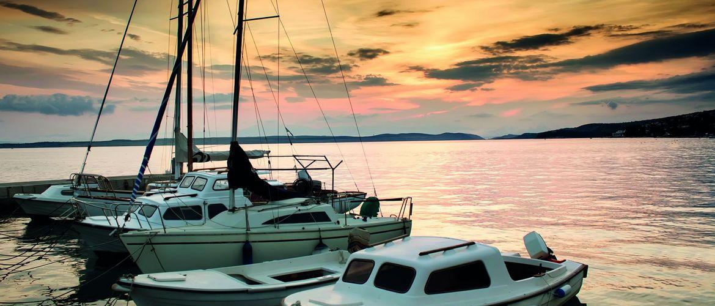 Fischerboote Adria Sonnenuntergang iStock177311110