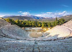 Peloponnes antike Theater von Epidaurus iStock911052836 web 01