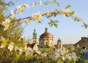 Lemberg Korniakta Turm Kirche der Heiligen Eucharistie iStock865742694 web