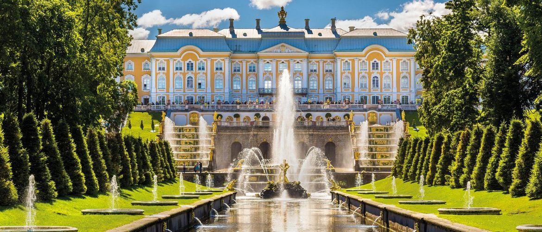 St Petersburg Peterhof iStock493506148 web
