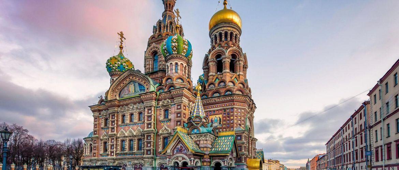 St Petersburg Kathedrale des Retters auf Verschutteten Blutes iStock591418000 web